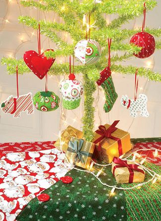 McCall red and green Christmas tree decorations that you can sew easily